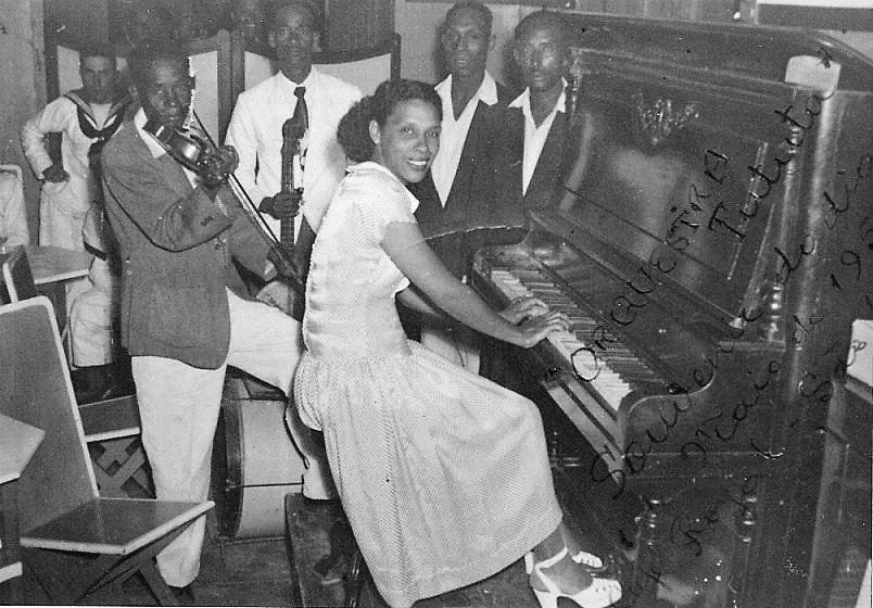 A Orquestra Tututa no Café Royal, Mindelo, anos 50 (imagem facebook Escola Tututa)