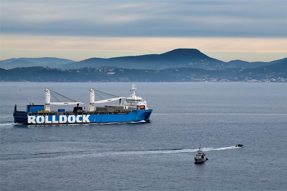 O navio semisubmersível ROLLDOCK STORM, transportando o casco danificado do PERLE, largou de Toulon no dia 10 de dezembro de 2020 (imagem Marine Nationale, Guillaume Izard)