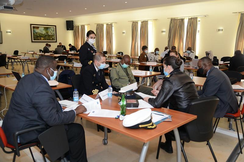 Os auditores do Curso de Segurança Marítima durante os trabalhos (imagem MDN)