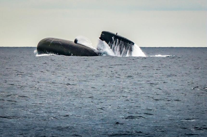 O SAPHIR numa vinda à superficie em exercício de emergência. (imagem Marine Nationale)