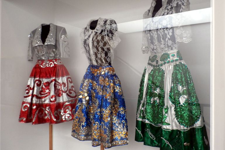 Trajes femininos em uso no século passado, que ainda são utilizados como representação local pelos ranchos folclóricos (imagem Reinaldo Delgado)