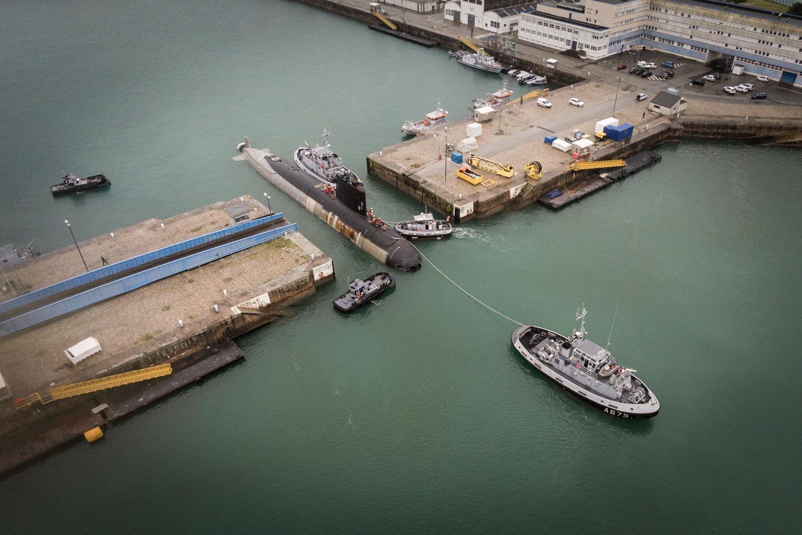 O PERLE chegou a Cherbourg no dia 18 de dezembro de 2020 e imediatamente entrou a doca dos estaleiros do Naval Group para ser elevado e colocado a seco. (imagem Marine Nationale)
