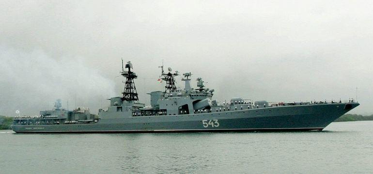 O contratorpedeiro MARSHAL SHAPOSHNIKOV em Pearl Harbour, numa visita no ano de 2003 (imagem William R. Goodwin, US Navy)