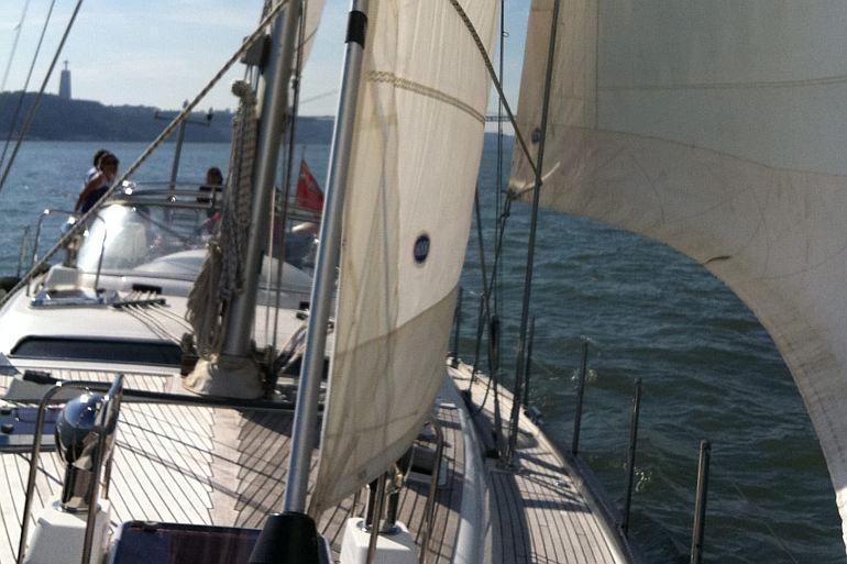 O Moody 56 a navegar no rio Tejo (D.R.)