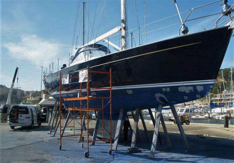 """""""a pressão para reparar o Moody 56 ia aumentando a cada dia"""" (imagem sailpowermenorca.com)"""