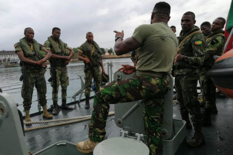 O Sargento FZ da guarnição do NRP ZAIRE é um especialista do Pelotão de Abordagem da Força de Fuzileiros e tem dado formação à unidade equivalente da GC de São Tomé (imagem MGP)