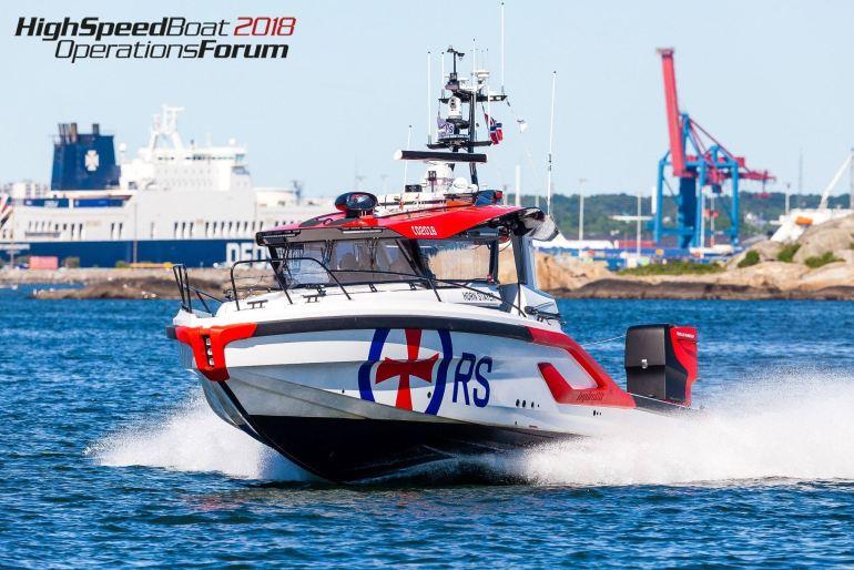 Os noruegueses da Hidrolift, touxeram o salva-vidas modelo P42, RS 166 Horn Stayer da Sociedade Norueguesa de Salvamento Marítimo (imagem Dan Ljungsvik, HSBO)