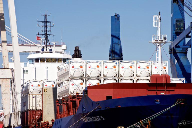 Operação pioneira para fornecer gás natural a uma ilha 15
