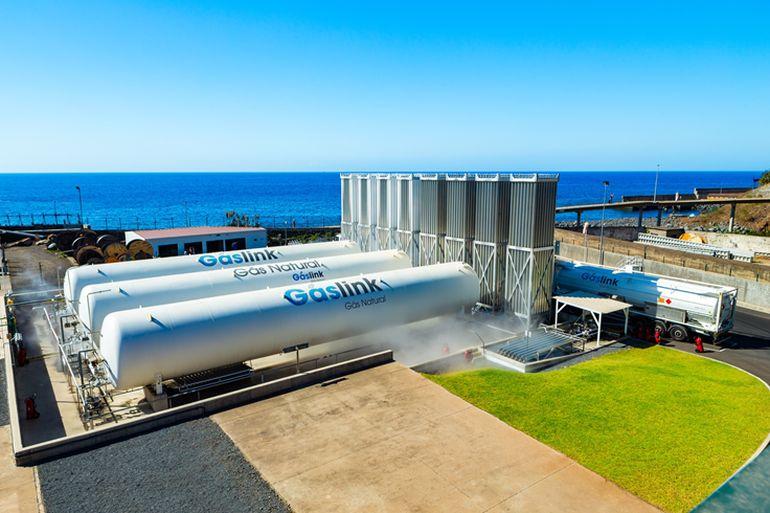 Operação pioneira para fornecer gás natural a uma ilha 17